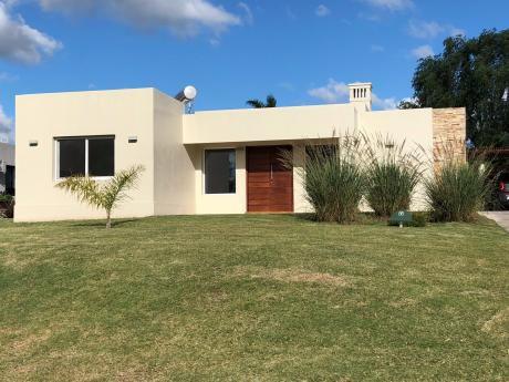 Casa Muy Cómoda En Prestigioso Barrio Privado: Altos De La Tahona