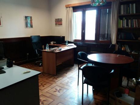 Importante Casa Esquina De 604m2 Sobre Blv Artigas Prox Pza Varela