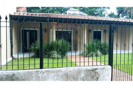 Casa Con Excelente Ubicación, A 50m De Mcal. Lopez