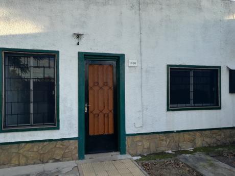 Muy Comoda Casa A 2 Cuadras De Burgues Y Bv Batlle Y Ordoñez