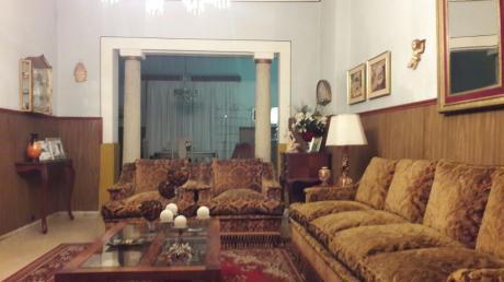 Oportunidad! Casa En 2 Plantas, 4 Dorm. Con Patio.