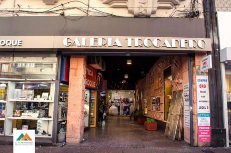 Locales Comerciales En Galería Trocadero (avenida 18 De Julio)