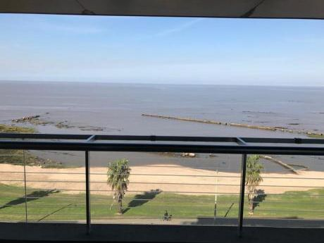 Apartamento De Lujo Frente Al Mar En Montevideo