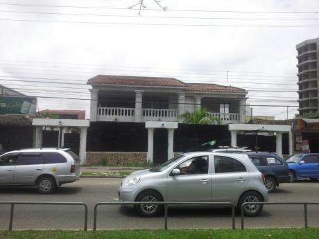 Casa En Venta En Avenida Viedma Y 1er Anillo