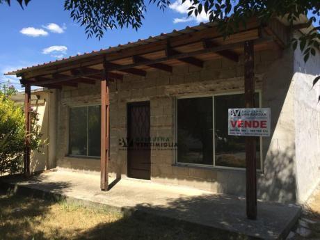 Oportunidad - Casa De 2 Dormitorios En Venta – Nva Helvecia -