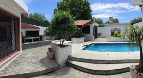 Hermosa Casa En Solymar, Fondo Con Piscina Y Parrillero
