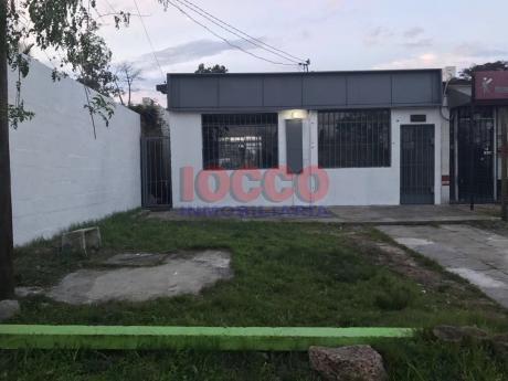 Local En Carrasco En Muy Buen Punto Comercial