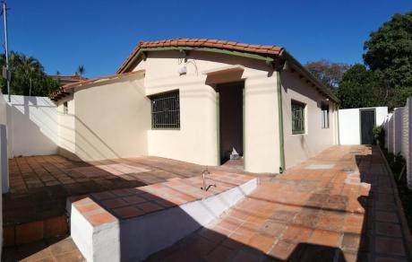 Alquilo Chalet Para Oficina - Barrio Villa Morra.