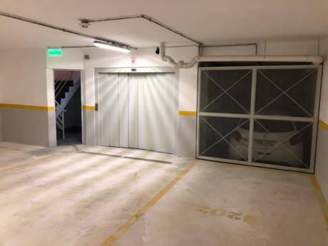 Dos Garajes En Venta Victor Haedo Y Mercedes