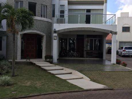 Inmobiliaria Ofrece: En Anticrético Casa En Condominio Zona Norte Av. Beni 5to