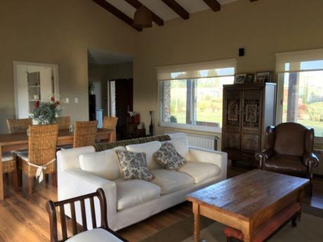 Venta De Casa De 3 Dormitorios En Altos De La Tahona