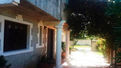 Hermosa Casa Tres Dormitorios Con Opcion A Uno Mas  A Metros Del Arroyo !!