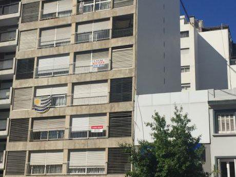 Bvar. EspaÑa Y Tomas Diago. Segundo Piso. Dos Dormitorios. Dos BaÑos. Garage.