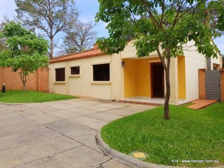 Casa 3 Dorm. - Cond. Boulevard Confederación Luque (CóD. 674)
