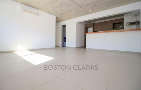 Apartamento En Alquiler: 1 Dormitorio, 1 Baño Y 1 Garage En Zona Golf.