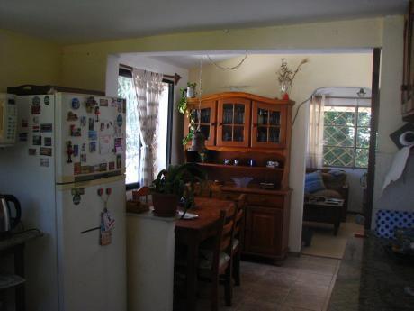 Amplio Chalet  Con Apartamento Y Piscina En Muy Buen Entorno