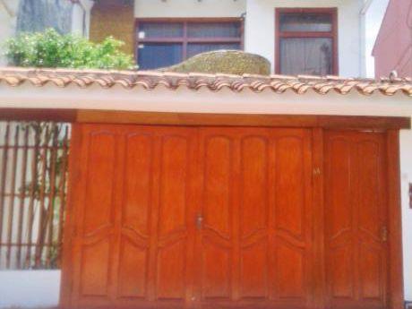 Hermosa Y Amplia Casa De 2 Plantas, 4 Dorm. En Alquiler 1er Y 2do Anillo