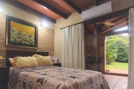 Se Vende Casa De 360 M2. Con 4 Dormitorios En Lambaré, Zona Municipalidad