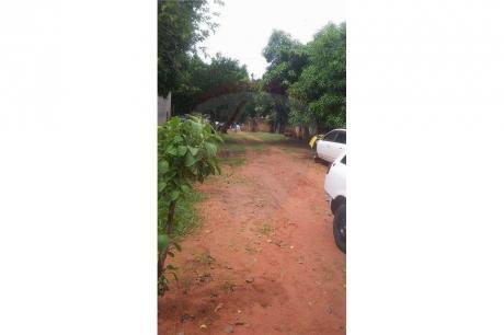 Vendo Casa Con Amplio Terreno En Ñeemby