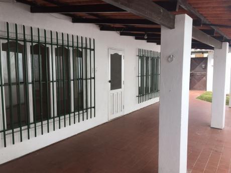 Alquiler Casa En Esquina Zona Las Palmas
