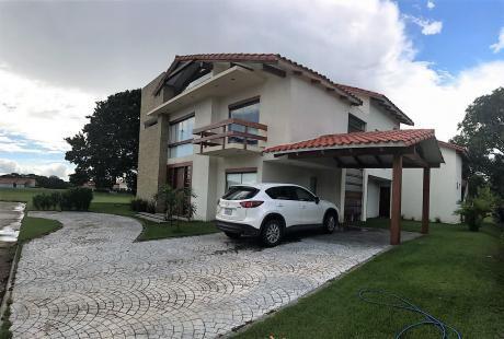 En Venta Hermosa Casa En Condominio Polo Country
