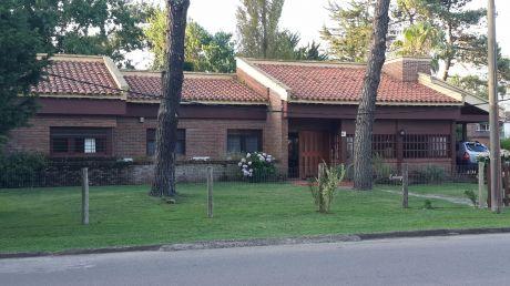 Casa Para Dos Familias En Barrio  Paradas  13 Mansa,