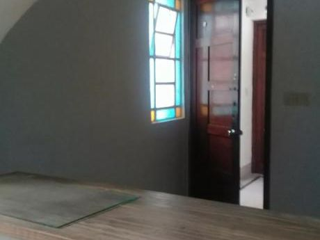 1 Dormitorio 1er Piso Por Escalera !