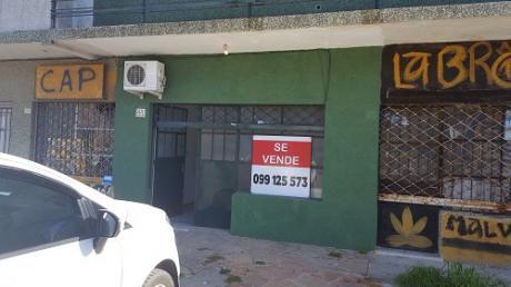Local Comercial En Malvín Norte, 46 M2, Frente A Bromyros, Con Estacionamiento