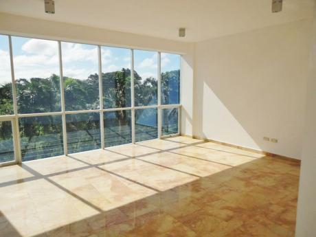 Muy Amplio Dpto De 3 Dormitorios En Anticretico, Ubicado En B/ Las Palmas
