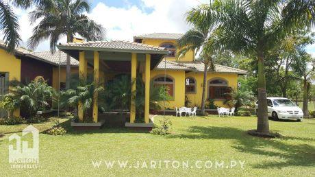 Hermosa Y Amplia Residencia En Caaguazu