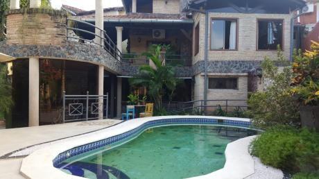 Vendo Casa/residencia En Mburucuya 700 Mts2