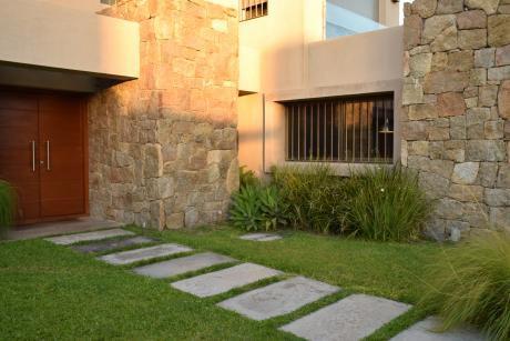 Casa En Venta Y Alquiler De 4 Dormitorios En Lagos - Parque Miramar