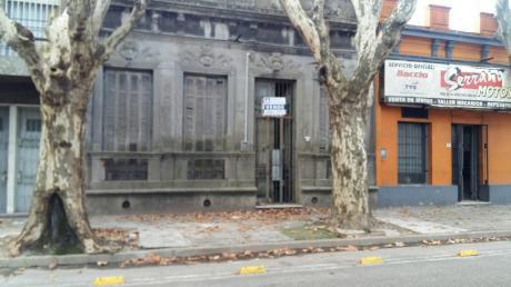 Casa En P.u. 8 Habitaciones 2 Baños La Comercial