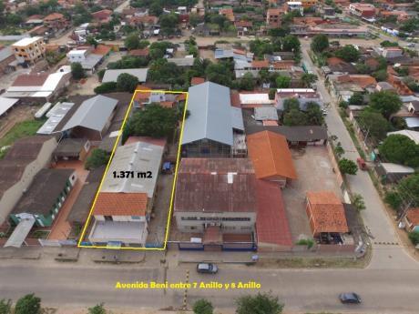 Casa Con Tienda Comercial Y Galpon