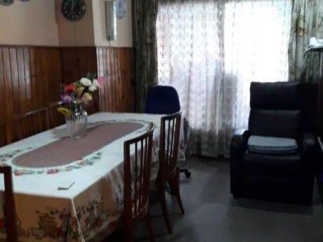 Apartamento En Prado Norte - 2 Dormitorios Con Buen Patio - Castro Y Pena