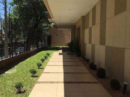 Alquilo Amplio Departamento Amoblado Zona Los Laureles.