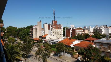 Apartamento En Malvín, 2 Dormitorios, 2 Baños, Piscina, Barbacoa Y Garage.