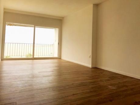 Rambla De Pocitos Con Magnífica Vista - 3 Dormitorios Y Servicio. Reciclado!!