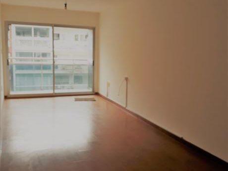 Pocitos – Alquiler Apartamento Soleado 1 Dormitorio Con Garaje