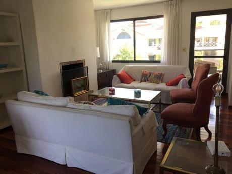 Apartamento De Categoría En Carrasco Sur, 3 Dormitorios.