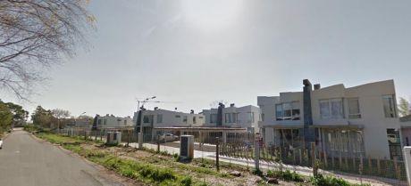 Barrio Cerrado Casa Piscina Y Seguridad