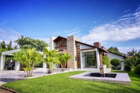 Casa De Lujo En El Urubo