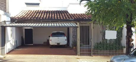 Capital Ofrece Casa En Barrio Herrera.