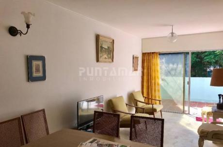 Apartamento Ubicado En PenÍnsula  A Pasos De Gorlero Y Playa, Un Dormitorio Y Medio, Patio Cerrado Y Garage. - Ref: 1523