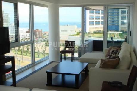 Muy Lindo Apartamento Ubicado En Parada 3 De Playa Mansa En Zona De Conrad, Torre Nueva Con Servicios Muy Completos.!! - Ref: 210027