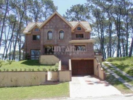 Casa En Alquiler Y Venta En Pinares - Ref: 210546