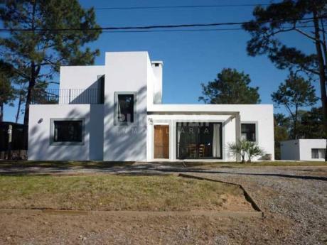 Casa En Alquiler En La Barra - Ref: 210907
