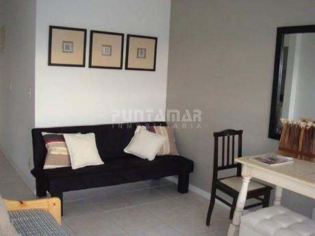 Apartamento De Un Dormitorio, Piso Alto , Ubicado En Muy Linda Torre Con Amenitis Muy Completos En  Zona De Roosevelt  - Ref: 211659