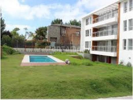 Ubicado En Un Entorno Tranquilo, Edificio Nuevo A Pasos De Playa Brava, Terraza Al Frente Con Parrillero Propio - Ref: 211685