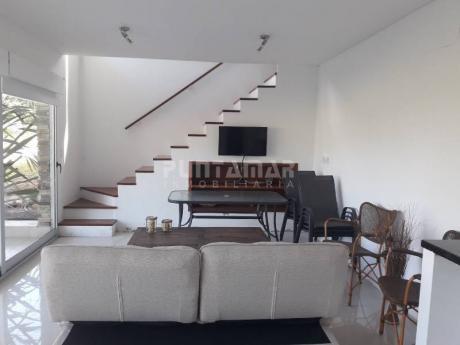 Divino Duplex De Dos Dormitorios, Amplias Terrazas, Una De Ellas Con Parrillero, En Un Entorno De Naturaleza Y A Pasos De Playa Brava  - Ref: 211709